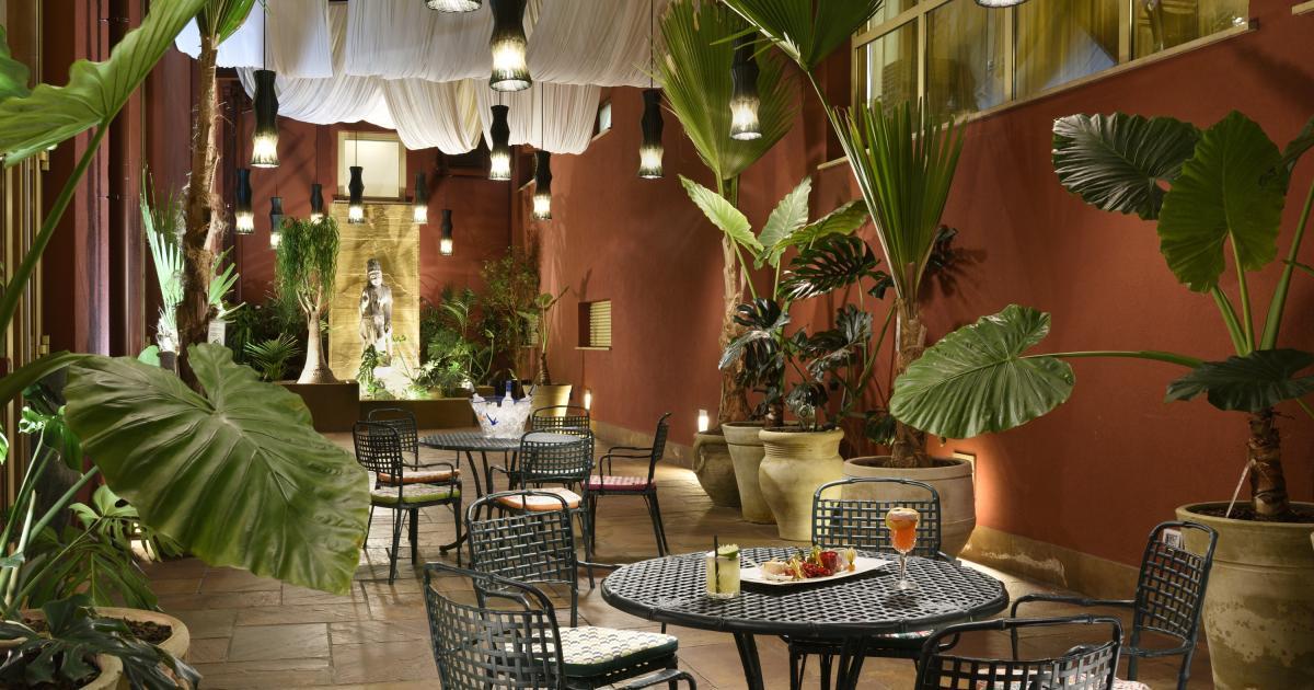 Privè And Garden Bar Cocktail Bar In Milan Enterprise Hotel